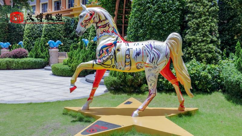 马雕塑_彩绘动物雕塑_雕塑定制_玻璃钢雕塑_户外园林雕像