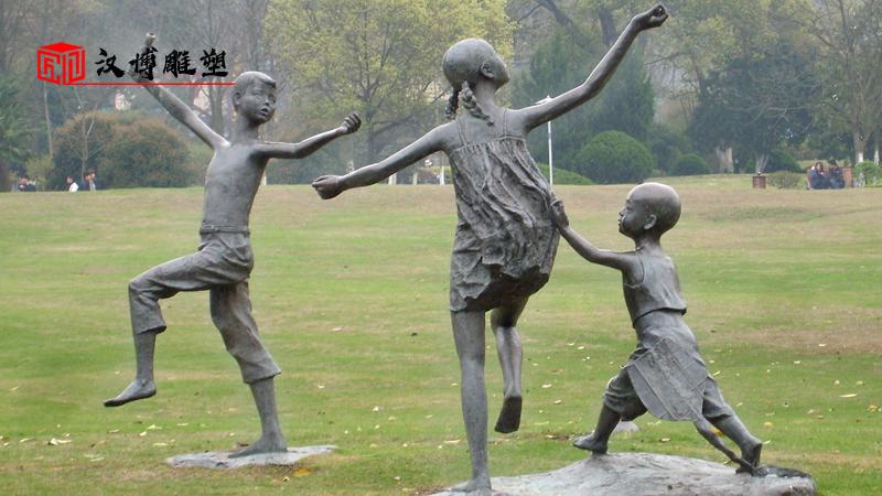 小孩雕塑_铸铜雕塑_铜雕定制_人物雕塑_景观雕塑